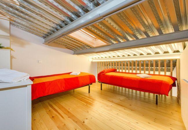 Apartment in Gerona / Girona - Flateli Cort Reial - Blau